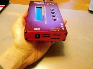 電源入力、温度センサーのコネクタ、USB