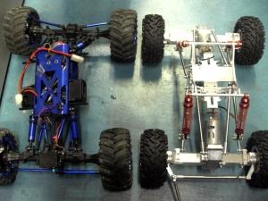 右:クローラーキング2.2、左:ロックファイター1のドゥループ仕様