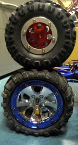 上:クローラーキング2.2、下:ロックファイター1