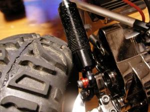 タイヤがダンパーに干渉する