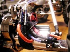 リヤアンプの位置移動とケーブルのショートカット