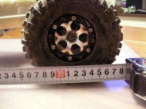 車高ダウン時でもWBは315mm。
