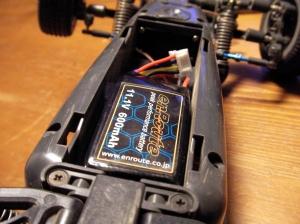 きれいに収まる600mAh Li-Poバッテリー