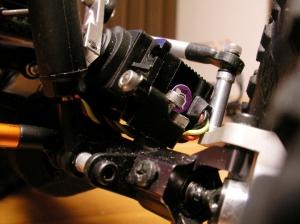 メカプレート付属のサーボマウントを流用して固定