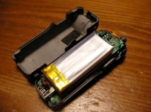 ケースを開けるとLi-Po 1セルバッテリーが。